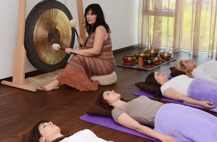 group therapy with gong and tibetan bowls